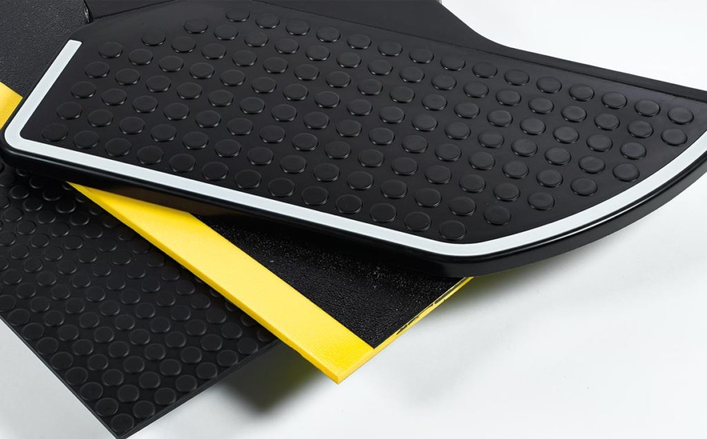 Safety-mats-and-safety-steps